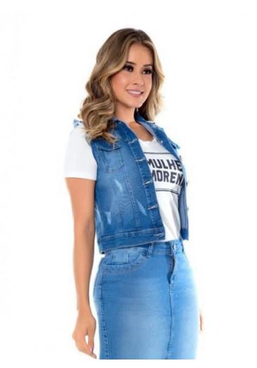 Colete Jeans Detalhe Desfiados Mulher Morena